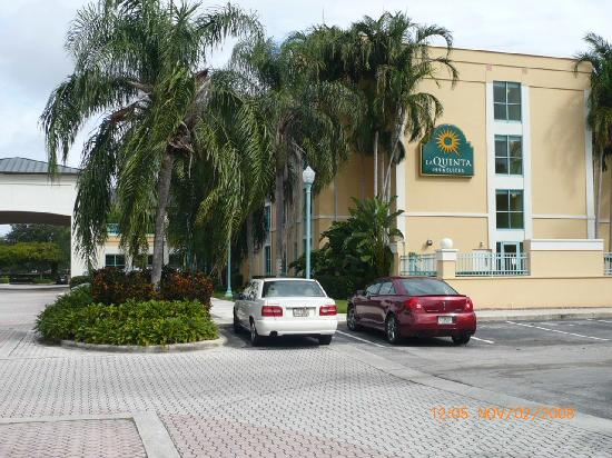 La Quinta Inn &amp; Suites Plantation at SW 6th St: exterior