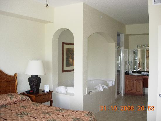 master bedroom / bathroom - Picture of Lake Buena Vista Resort ...