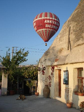 Dream Cave Hotel: The cave rooms and terrace where breakfast is served and watch the balloons overhead!