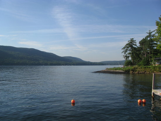Lake George, Нью-Йорк: Looking down the lake