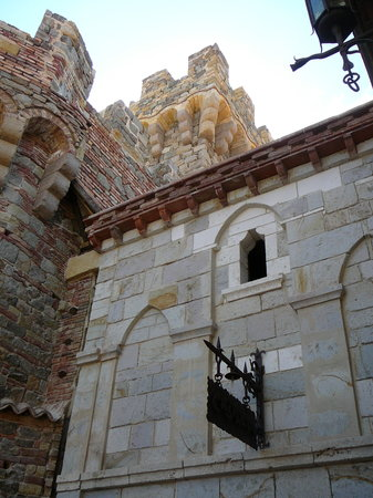Calistoga, Kalifornien: looking up from entry courtyard