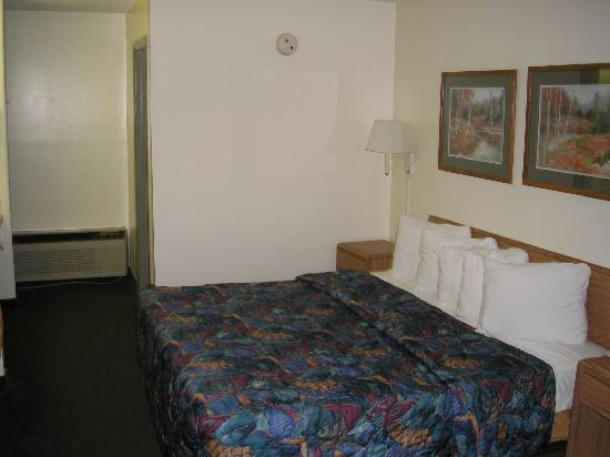 Days Inn Valdosta-Conference Center: Room