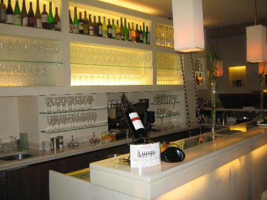 Wine bar picture of hotel rathaus wein design vienna for Wine and design hotel vienna