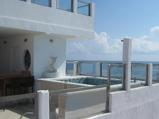 Casa Sirena: Newly renovated Rooftop Bar/Sun Bathing area