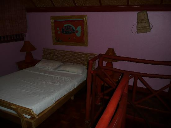 Club Ten Beach Resort: delux - upper level - bed