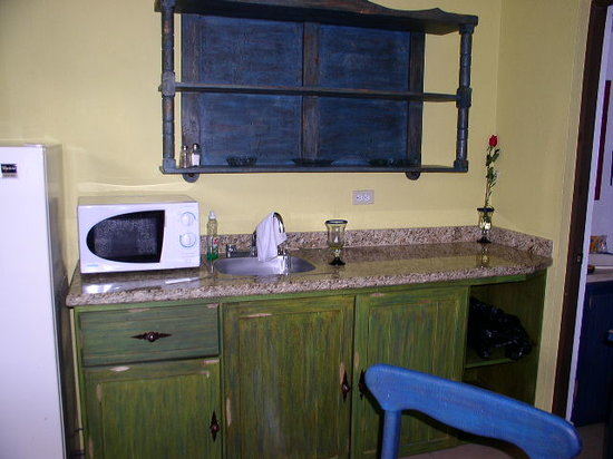 Siesta Suites: Kitchen area in the room
