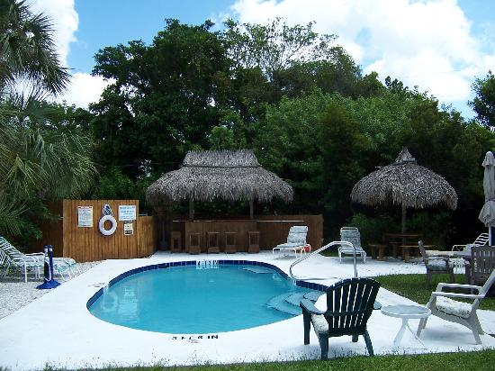 Siesta Key Beach Place: Poolside Tiki Hut