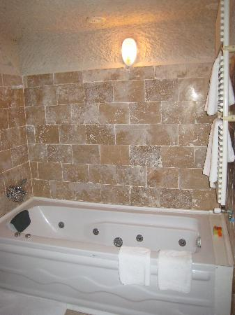 Kismet bathroom comes with a spa tub picture of kismet for Spas that come to your house