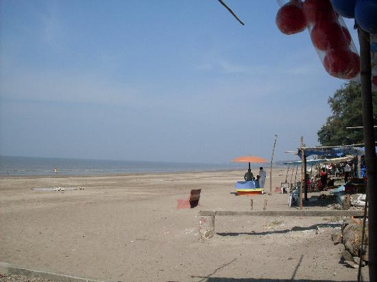 Daman, India: the jhamphore beach