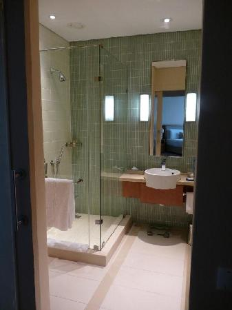 Suncoast Hotel and Towers: Suite Bath 1