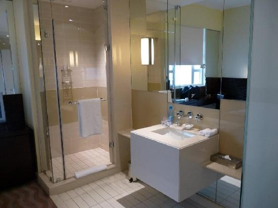 Suncoast Hotel and Towers: Queen Superior Bath