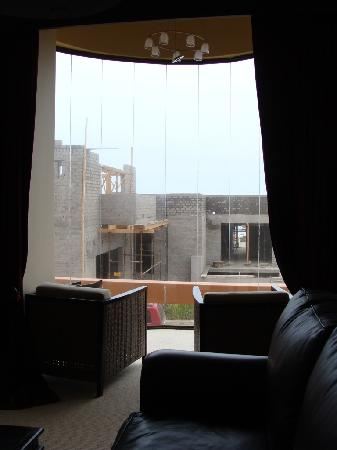 Atlantic Villa Boutique Guesthouse: Building work obstructs the sea view from the front room
