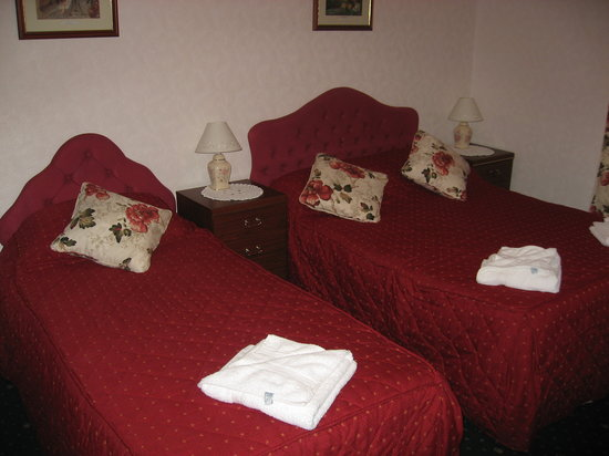 Longships Hotel: Triple Room