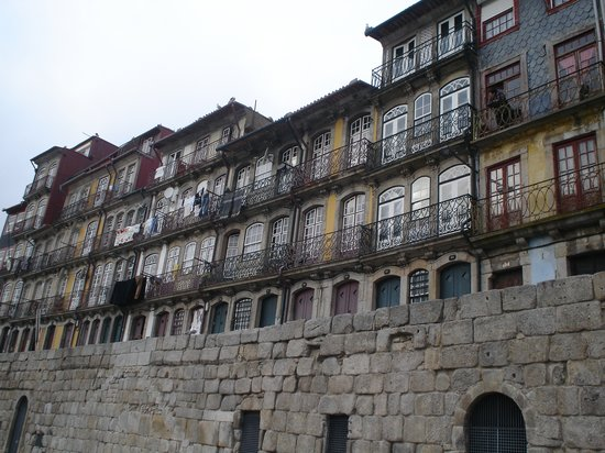 Porto, Portugal : houses along the Cais da Ribeira