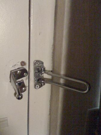 broken-door-lock-sketchy.jpg
