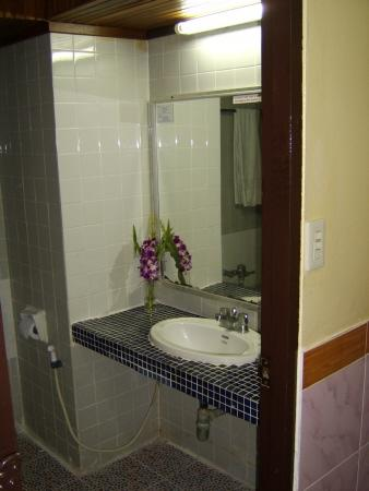 Carlton Pattaya Hotel: bathroom