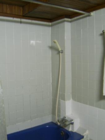 Carlton Pattaya Hotel: shower