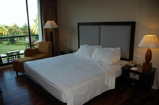 Batam View Beach Resort: Deluxe Room with Queen bed.