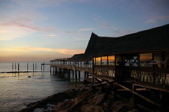 Batam View Beach Resort: Kelong Seafood Restaurant at dusk.
