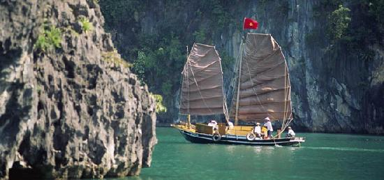 Cat Ba, Vietnam: Sailing Boat in halong bay
