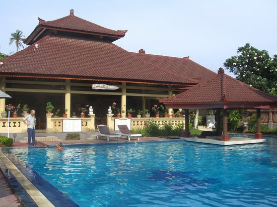 Bakungs Beach Hotel