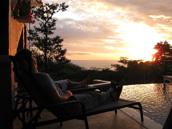 Santa Teresa, Costa Rica: poolside sunset