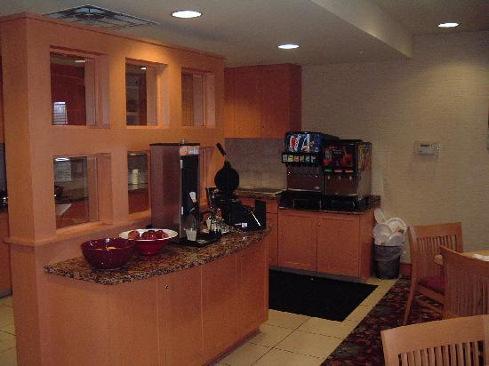 Residence Inn Neptune at Gateway Centre: Food Stations