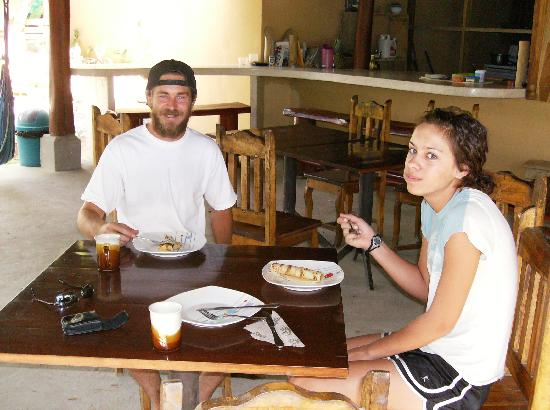 Santa Teresa, Costa Rica: Greg the manager and my daughter at breakfast