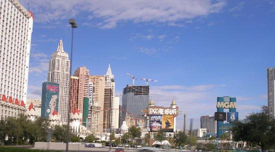 Arizona Charlie's Boulder Casino Hotel: Las Vegas Skyline.. lots of new construction