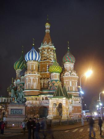 http://media-cdn.tripadvisor.com/media/photo-s/01/1f/2e/91/st-basil-s-at-night-red.jpg