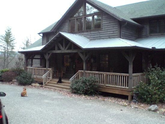 Bent Creek Lodge: bidding farewell to the lodge (& puppies)