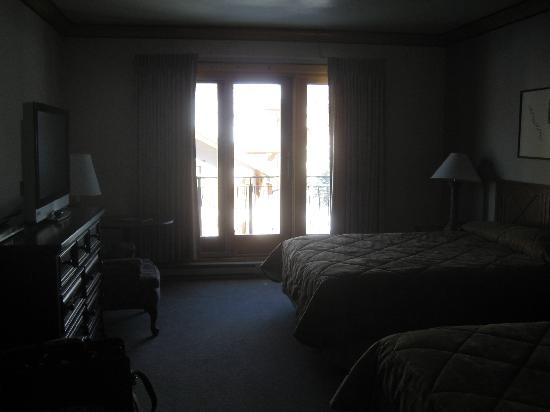 The Inn at Solitude: Layout of the room; picture is too dark!