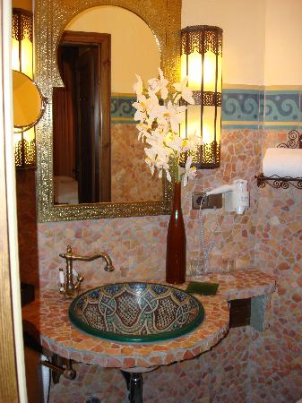 my bathroom picture of hotel villa oriental frankfurt tripadvisor. Black Bedroom Furniture Sets. Home Design Ideas
