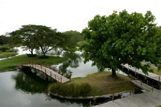San Fernando Pampanga, Philippines: I was told this is called the Island, I was able to eat here