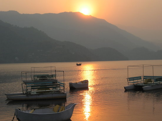 Nepal: sunset at paro lake
