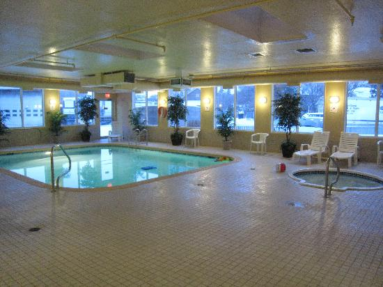 Holiday Inn Express: Pool and hot tub