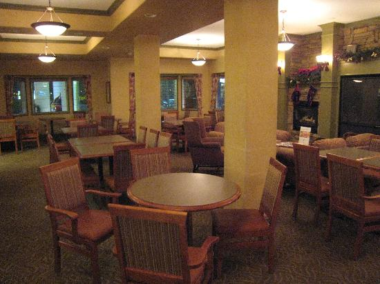 Holiday Inn Express: Breakfast dining area near the lobby