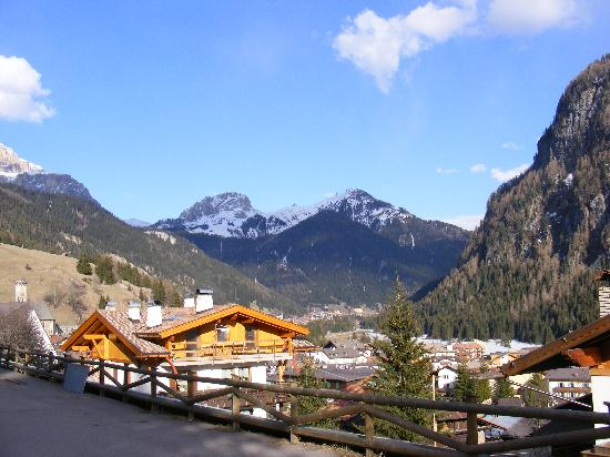 Campitello di Fassa, Italie : view from the from of the hotel 