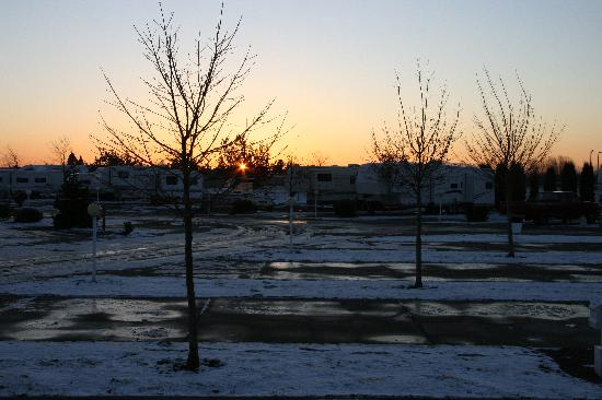 Albany, Oregon: Blue Ox RV Park - cold December sunset