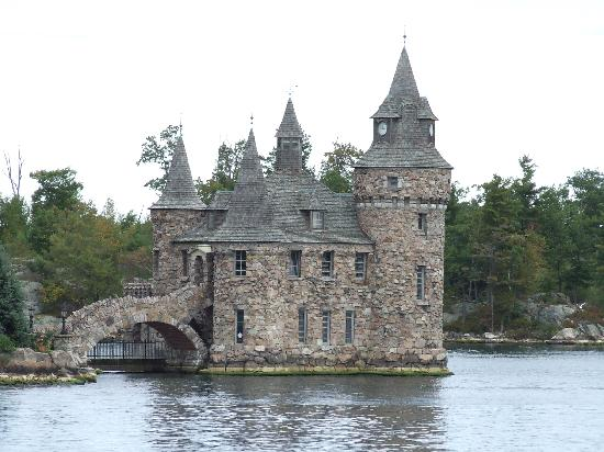 ‪‪BEST WESTERN Country Squire Resort‬: thousand islands from boat‬