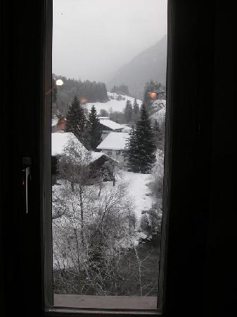 Tiefencastel, Sveits: Beautifull view from our room on Christmas Day