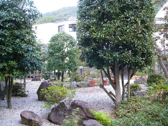 Yanagiya: garden coutyard from our little deck