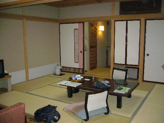 Yanagiya: Classic japanese experience - view to entrance &amp; futon area