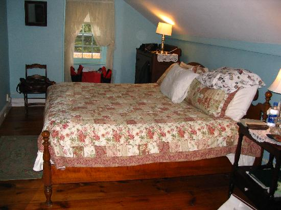 Caldwell House Bed and Breakfast: Our room-Moodna Room