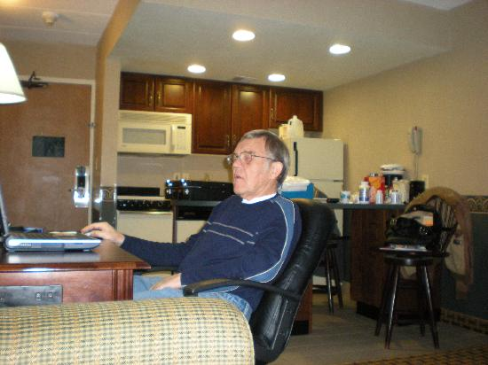 Comfort Inn &amp; Suites: dad at the desk - kitchen in background