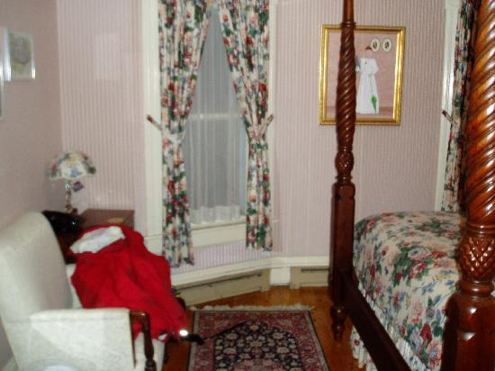 Betsy's Bed and Breakfast: Room 9