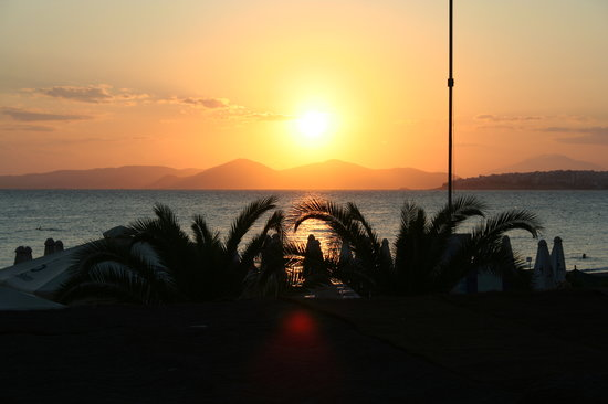 Aten, Hellas: Sunset in Glyfada beach