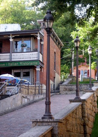 Galena, IL: Streetlights and Cobblestones