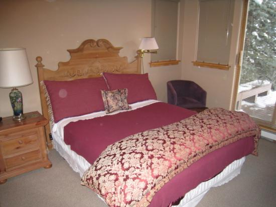 Alpine Creek Bed and Breakfast: Our bedroom