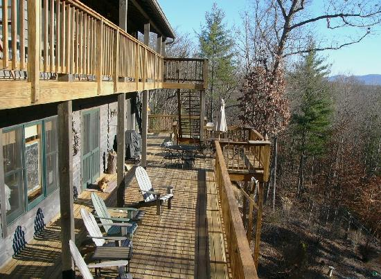 Bent Creek Lodge: The main floor deck